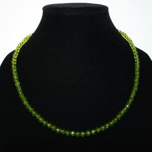 Vintage style olive green Nwt 22 inch necklace